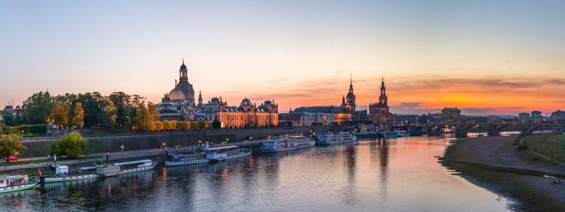 Das Elbufer in Dresden in der Abendsonne - BAHNHIT.DE, © getty; Foto: Westend61
