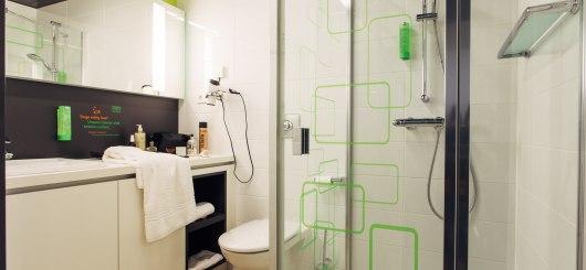 Bad mit Dusche, © harry´s home Hotels / Daniel Zangerl