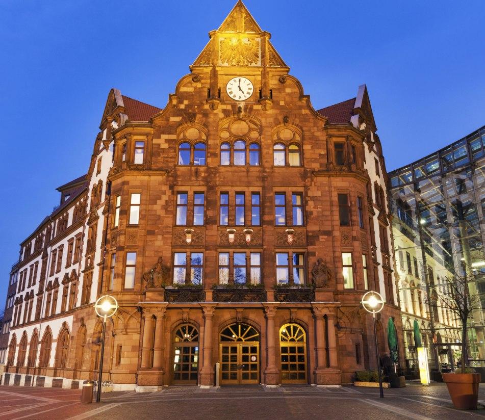 Das Rathaus von Dortmund - BAHNHIT.DE, © getty, Foto: Henryk Sadura