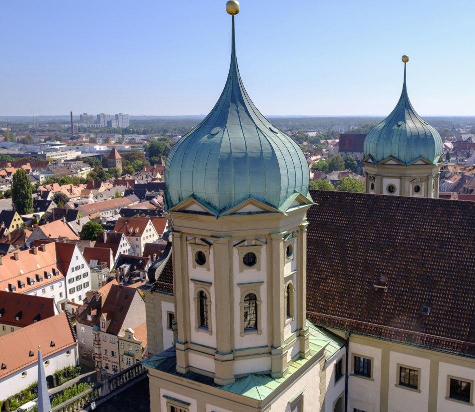 Das Rathaus in Augsburg aus der Volgelperspektive - BAHNHIT.DE, © getty, Foto: Martin Siepmann
