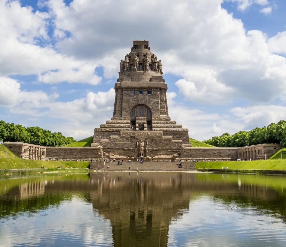 Das Völkerschlachtdenkmal von Leipzig - BAHNHIT.DE, © getty, Foto: dwphotos