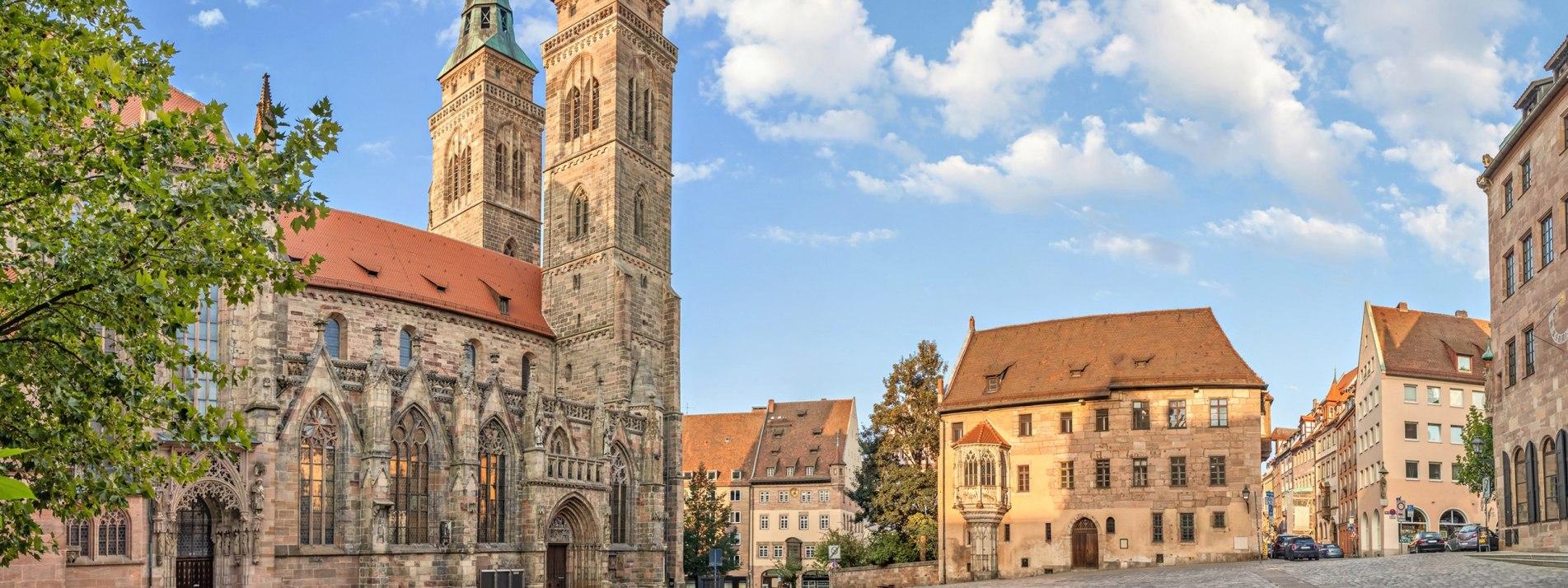 Mittelalterliche Kirche des St. Sebald - Sebalduskirche Nürnberg - BAHNHIT.DE, © getty, Foto: bbsferrari