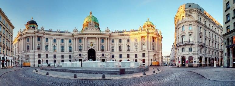 Die ehemalige Kaiserresidenz Hofburg in Wien. - BAHNHIT.DE, © getty, Foto:  TomasSereda