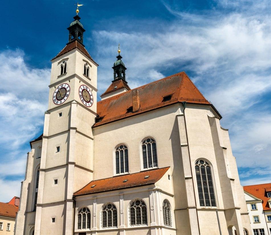 Neupfarrkirche am Neupfarrplatz in Regensburg - BAHNHIT.DE, © getty, Foto: Leonid Andronov