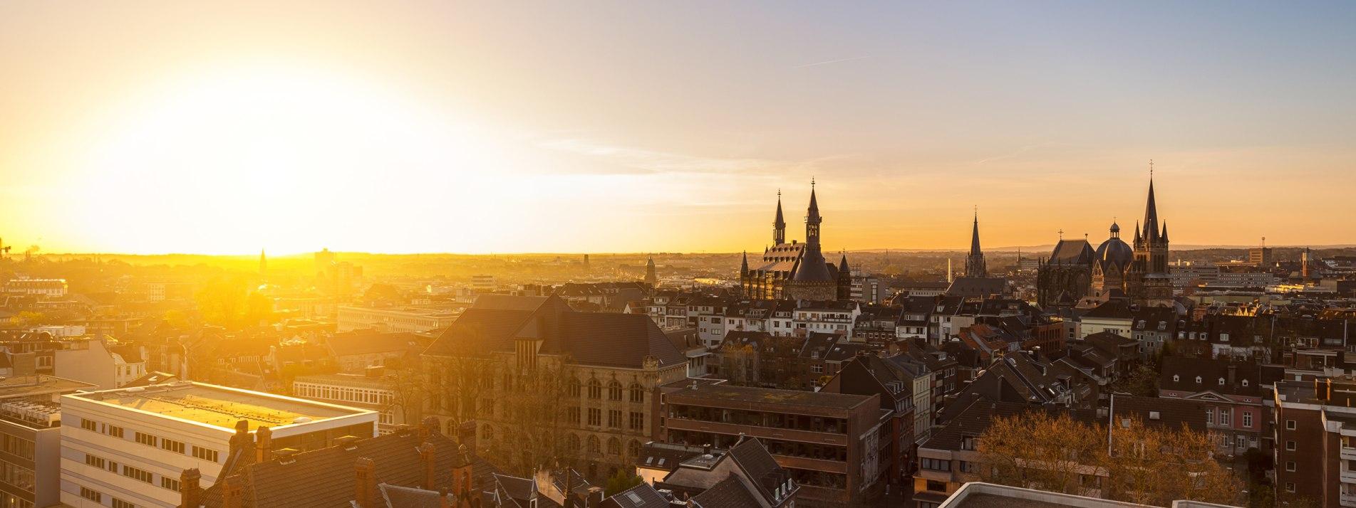 Sonnenuntergang in Aachen - BAHNHIT.DE, © getty; Foto: rclassenlayouts