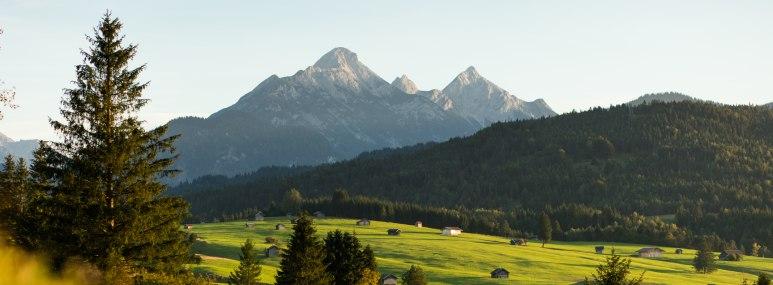 Eine Alm in den Bergen. - BAHNHIT.DE, © getty, Foto: Christoph Wagner