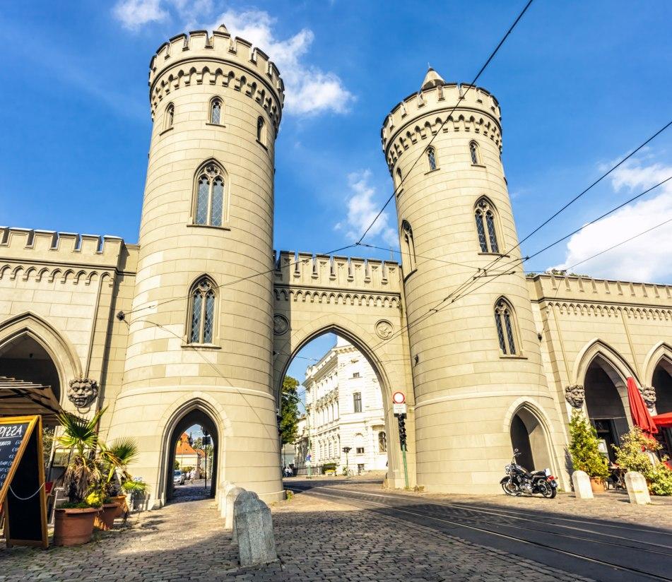 Das Nauener Tor in Potsdam - BAHNHIT.DE, © getty, Foto: querbeet