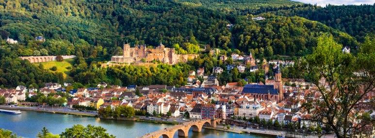 Panorama über den Neckar in Heidelberg. - BAHNHIT.DE, © getty; Foto: Freeartist