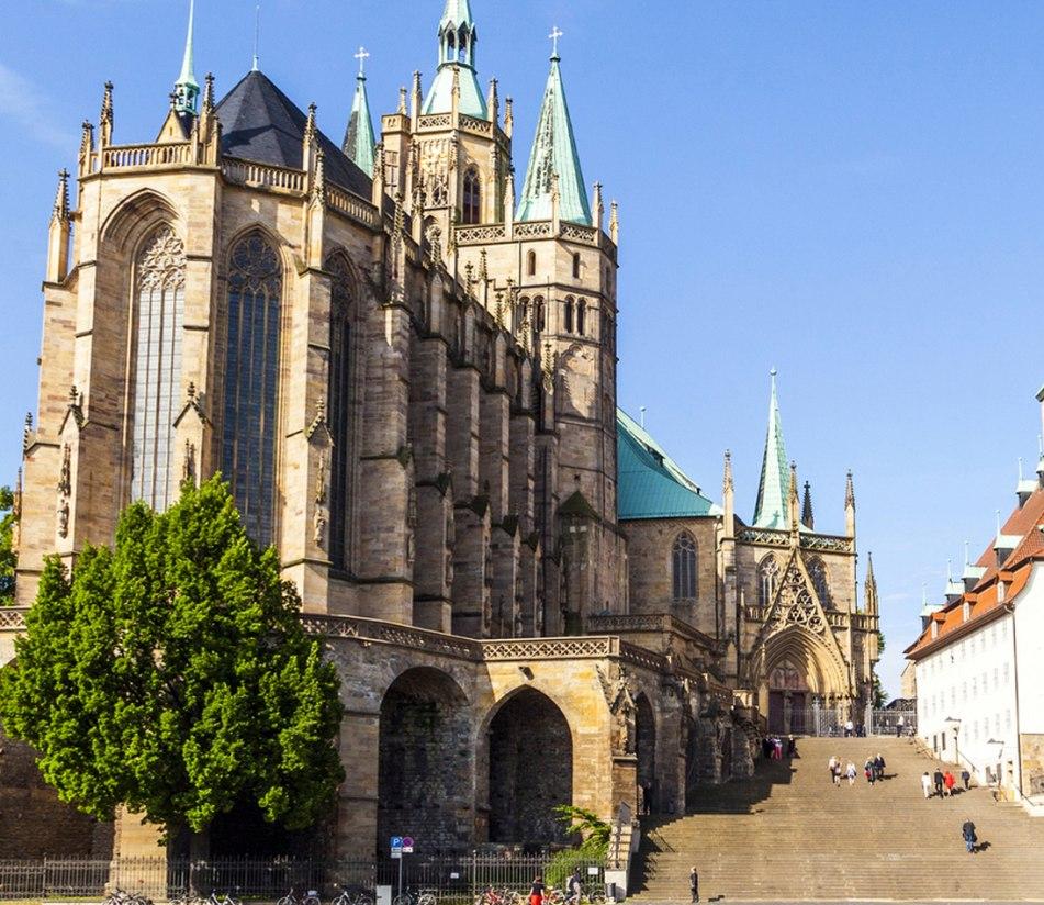 Der Domberg in Erfurt mit dem Dom - BAHNHIT.DE, © getty, Foto: Meinzahn