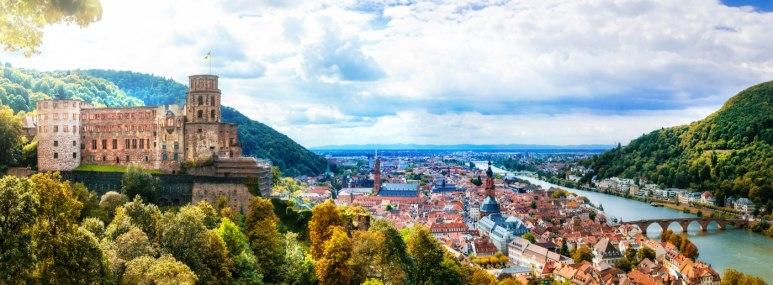 Schloss und Panorama von Heidelberg. - BAHNHIT.DE, © getty; Foto: Freeartist