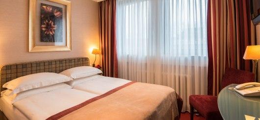 Queensize Zimmer, © Best Western Plus Hotel St. Raphael