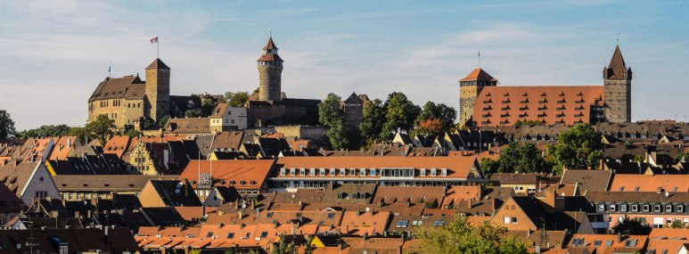Altstadt Panorama mit Kaiserburg in Nürnberg. - BAHNHIT.DE, © Uwe Niklas