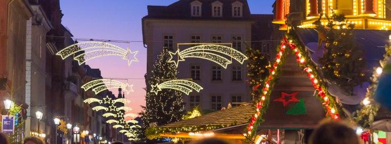 Weihnachtsmarkt auf dem Marktplatz in Heidelberg. - BAHNHIT.DE, © getty; Foto: Tristan Brynildsen