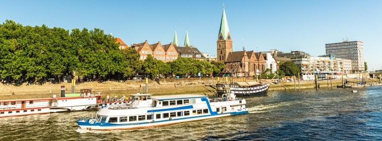 Blick über die Weser und auf die Altstadt - Bahnhit.de, © getty, Foto: querbeet