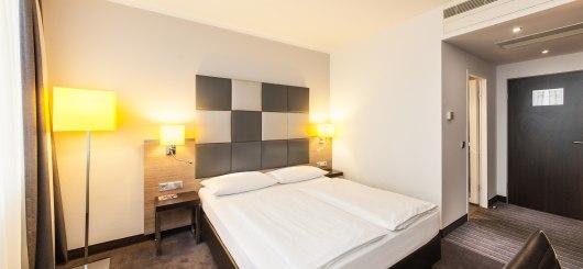Standard Doppelzimmer, © Novum Management GmbH, Foto: Sonja Wilkens