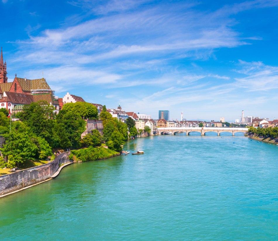 Blick auf die Altstadt von Basel - BAHNHIT.DE, © getty, Foto: Georgios Tsichlis